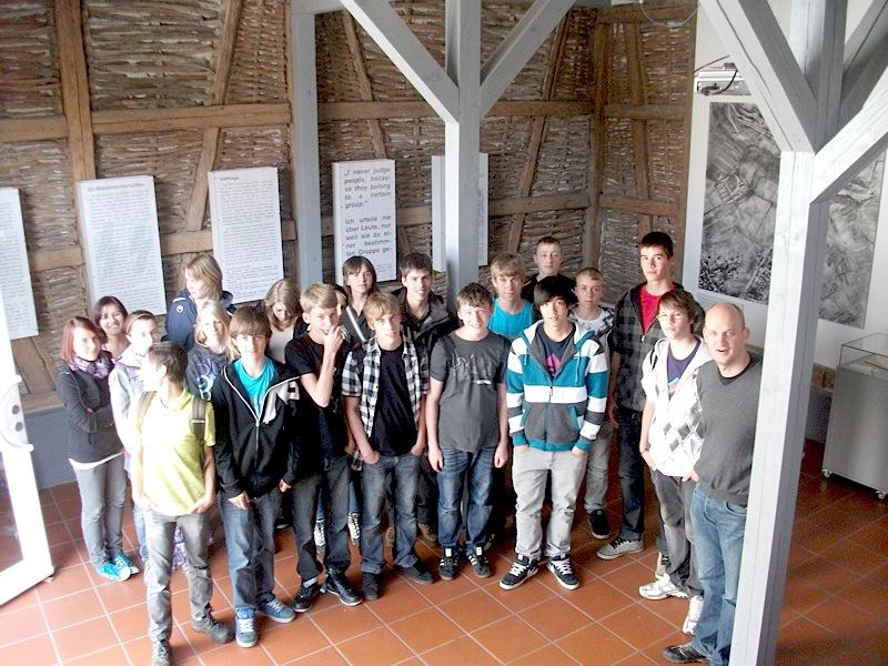 Neunklässler der Realschule Bisingen im Heimatmuseum und in Aktion auf dem Geschichtslehrpfad (1/6)