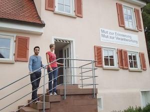 Junge Bisinger teilen sich die Aufsicht im Heimatmuseum Bisingen -2jpg