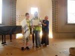 Schüler-AG Realschule Bisingen 2014 %22Alte Synagoge%22 Hechingen Tallit und Tora-Rolle erklärt