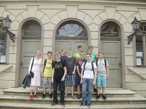 Schüler-AG Realschule Bisingen 2014 vor der %22Alte Synagoge%22 Hechingen -1