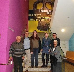 Unsere kleine Gruppe mit Museumsführer Holtbrügge - re im Bild