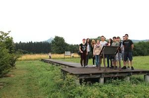 Die Projektgruppe des TG Balingen auf dem Geschichtslehrpfad.