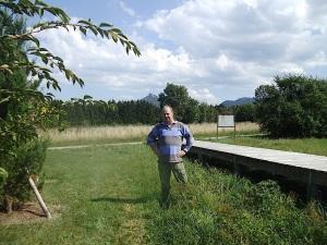 Tony am Steg, Eingant zum Appellplatz und Lager - KZ Bisingen